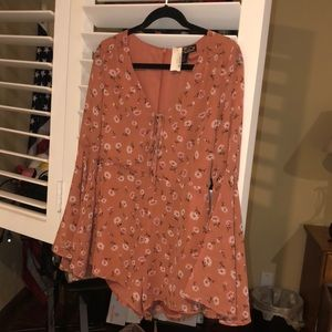 Dresses & Skirts - Floral romper with belle sleeves